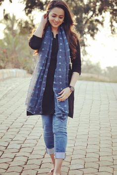Casual Indian Fashion, Indian Fashion Dresses, Dress Indian Style, Indian Designer Outfits, Simple Kurti Designs, Kurta Designs Women, Short Kurti Designs, Stylish Dresses For Girls, Stylish Dress Designs