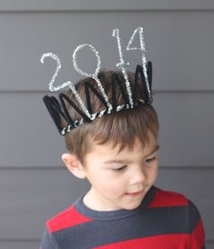 DIY New Years Eve Party - Simple and quick pipe cleaner 2014 crown.