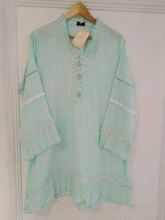 Sleeves Designs For Dresses, Dress Neck Designs, Khadi Kurta, Long Tunics, Long Kurtas, Eastern Dresses, Kurta Style, Kurta Designs Women, Pakistan Fashion