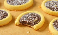 are great is great and the combo of Nutella and biscuits is an absolute dream. In short these Nutella biscuits should not be missed. The post Recipe: Creamy Nutella Biscuits appeared first on Dessert Factory. Easy Smoothie Recipes, Easy Smoothies, Good Healthy Recipes, Nutella Snacks, Nutella Cookies, Biscuit Nutella, Cookie Recipes, Snack Recipes, Cream Cheese Brownies