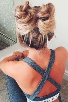 Top knots are more suitable for a day at work or for a party. So see our collection of the cutest top knot hairstyles! Top knots are more suitable for a day at work or for a party. So see our collection of the cutest top knot hairstyles! Pretty Hairstyles, Easy Hairstyles, Cute Sporty Hairstyles, Two Buns Hairstyle, Hairstyles For Working Out, Athletic Hairstyles, Sport Hairstyles, Hairstyle Ideas, Hair Updo