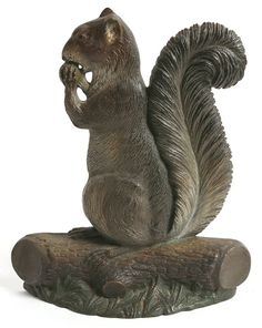CAST IRON SQUIRREL DOORSTOP With great original paint, with rubber bumpers on back. Condition report Very good condition with very nice original paint. Antique Iron, Vintage Iron, Cast Iron, It Cast, Black Squirrel, Parc National, Iron Doors, Animal Sculptures, Metal Art