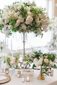 08.03 2016 We have a serious midweek treat for you m'dears! Today we have the 35th edition of our series 12 Stunning Wedding Centerpieces and it is beyond dreamy! With gorgeous and luxurious ...
