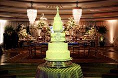 O diferencial ficou por conta do lindo bolo de cinco andares - Casamento Denise Belich e Wagner Ribeiro