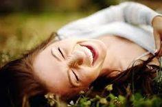 coisa de mulher...entre outras coisas...: Declaração de amor a vida... ...Sorria até quando for para chorar, aos poucos vai aprender a transformar o não pelo sim...Pode acreditar, vale a pena tentar...  figura reproduzida