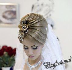 Coafuri elegante de mireasa 2014