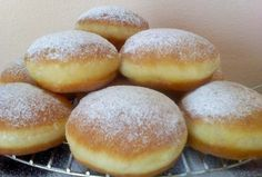 kao iz pekare, a tako jednostavne za napraviti . Donut Recipes, Gourmet Recipes, Dessert Recipes, Cooking Recipes, Bosnian Recipes, Croatian Recipes, Albanian Recipes, Beignets, Delicious Desserts