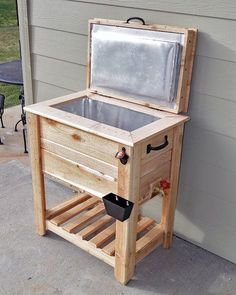 Rustic Cedar Fence Picket Deck/Porch Cooler/Icebox!