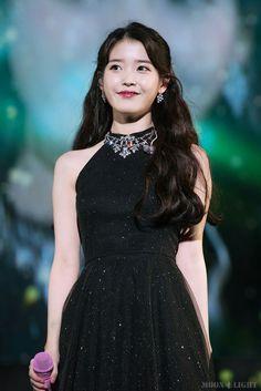 171210 Palette Concert in Seoul Day 2 Cr: Moonlight Iu Fashion, Korean Fashion, Pretty Black Dresses, Korean Celebrities, Korean Beauty, Korean Singer, Kpop Girls, Korean Girl, My Idol