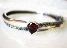 Bracelets in Jewelry - Etsy Vintage - Page 221