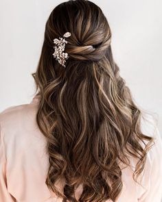 Some bridal hair inspo & How are you planning on wearing your hair on your we. - Helena bridal hair inspo & How are you planning on wearing your hair on your we. Down Hairstyles For Long Hair, Cool Braid Hairstyles, Braids For Long Hair, Hairstyle Ideas, Teenage Hairstyles, Hair Ideas, Trendy Hairstyles, Hairstyle For Wedding Day, Wedding Hair Half