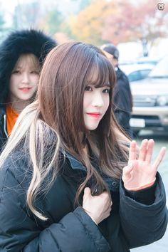 Kpop Girl Groups, Kpop Girls, Bread, Twitter, Short Hair, Happy Moments, Girls, Brot, Baking
