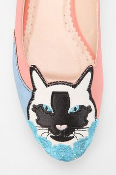 Cooperative Applique Kitty Flat- these are totally work appropriate. Cute Shoes Flats, Cat Flats, Cat Shoes, Me Too Shoes, Cat Lover Gifts, Cat Lovers, Cat Applique, Pink Cat, Ballerina Flats