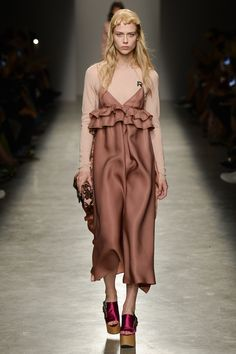 Rochas Spring 2017 Ready-to-Wear Fashion Show - Sofie Hemmet