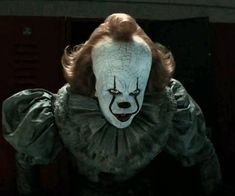 Bill Skarsgard Pennywise, Steven King, It The Clown Movie, Pennywise The Dancing Clown, Clowning Around, Scary Movies, Clowns, Stranger Things, Horror