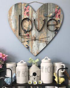 75 romantische Valentinstag Bastelideen - DIY Home Decor - Valentines day Arte Pallet, Into The Woods, Heart Crafts, Valentine Day Crafts, Valentines, Home And Deco, Mason Jar Crafts, Wooden Crafts, Wooden Hearts Crafts