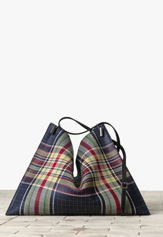 Accessori autunno/inverno focus sulle borse stampa scozzese Chanel, Céline, Braccialini e tante altre