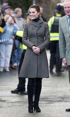 78 Times Kate Middleton Rewore Her Clothes Kate Middleton Outfits, Looks Kate Middleton, Princess Kate Middleton, Duchesse Kate, Princesa Kate, William Turner, Royal Dresses, Surfer, Winter Mode