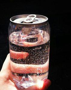 ガラスのカン とても綺麗だと思うし、全部の缶がこうなればいいのにと見たとき思った。飲み物が美味しくよりみえるとおもう
