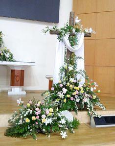 Vintage Flower Arrangements, Church Flower Arrangements, Artificial Flower Arrangements, Lent Decorations For Church, Altar Decorations, Flower Decorations, Pretty Flowers, White Flowers, Spring Flower Bouquet