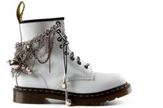 Great boot jewelry Would LOVE to do this with my ankle boots!!!