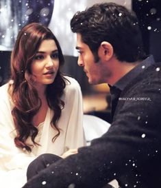 They we're looking at each other Because they are madly love each other Cute Girl Photo, Girl Photo Poses, Girl Photography Poses, Girl Photos, Love Couple Images, Cute Love Couple, Couples Images, Hayat And Murat, Couple Photoshoot Poses