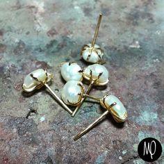 Zarcillos - Studs - Perlitas cultivadas - Baño de oro #mini #studs #perlas #pearls #perle #perles #jewelrybench #instagram #instaphoto #instajewelry #jewelry #minimalistjewelry #minimalist #must #musthave #loveit #lovethem