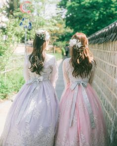 Korean Traditional Dress, Traditional Fashion, Traditional Dresses, Mode Ulzzang, Ulzzang Girl, Bffs, Korean Girl, Asian Girl, Korean Best Friends