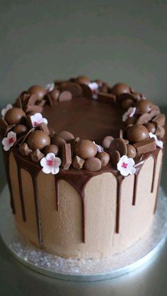 Cake Decorating Frosting, Cake Decorating Designs, Easy Cake Decorating, Birthday Cake Decorating, Easy Cake Designs, Chocolate Cake Designs, Best Chocolate Cake, Chocolate Chip Cookies, Chocolate Buttercream