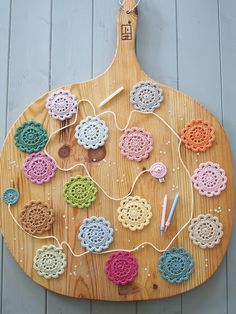 Handmade cards and gifts. A little bit vintage and a little bit country. Crochet Flower Bunting, Crochet Garland, Crochet Decoration, Crochet Flower Patterns, Crochet Designs, Crochet Flowers, Crochet Home, Love Crochet, Crochet Motif