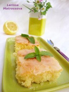 Лимонный пирог Тесто: Размягченное сливочное масло 240 г Сахар 1 стакан 3-4 яйца Мука 2 стакана Цедра двух лимонов Сок одного лимона Выпекается 20 минут при 180-200 градусах Пропитка: Сок одного лимона Сахарная пудра 150 г