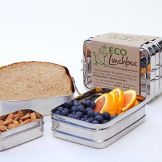 This lunchbox is specially designed with easy-to-open clasps for little fingers.