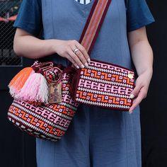 8 отметок «Нравится», 1 комментариев — Wayuu by ma (@wayuu_zi) в Instagram: « Wayuu style . #일상 #wayuu #wayuubags #wayuustyle #wayuubag #신상 #와유백 #칠라백 #모칠라 #맞팔 #소통 #선팔» Boho Tapestry, Tapestry Bag, Tapestry Crochet, Crochet Case, Crochet Purses, Knit Crochet, Sewing Appliques, Knitted Bags, Crochet Accessories