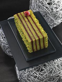 Torta od pistacija i malina French Dessert Recipes, Cake Recipes, No Bake Desserts, Just Desserts, Fancy Cake, Opera Cake, Travel Cake, Gourmet Cakes, Kolaci I Torte