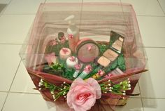 cosmetics Wedding Gift Wrapping, Wedding Gifts, Natural Make Up, Groom, Wraps, Cosmetics, Table Decorations, Box, Ideas