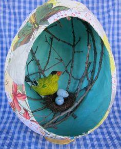 nichoir pour oiseaux, décorés de motifs floraux avec un nids, recette papier maché, decoration printaniere