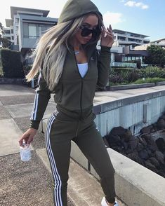 Women Casual Long Sleeve Zip-up Hoodie and Pants Set Tracksuit Sports Joggers Mode Outfits, Sport Outfits, Casual Outfits, Summer Outfits, Fashion Outfits, Womens Fashion, Women's Casual, Olive Outfits, Style Fashion