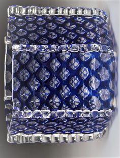 Loetz Glass Double-Tipped Heart Box Designed by Hans Bolek and an Ausführung Genre 119 Vase Circa 1915. Ht. 4 in. (largest, vase) Bohemia Glass, Decorative Boxes, Vase, Home Decor, Decoration Home, Room Decor, Vases, Home Interior Design, Decorative Storage Boxes