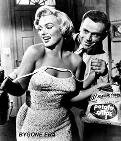 American actor Tom Ewell undoing the strap of American actress Marilyn Monroe in The Seven Year Itch. Get premium, high resolution news photos at Getty Images Hollywood Poster, Vintage Hollywood, Hollywood Stars, Classic Hollywood, Divas, Sophia Loren, Brigitte Bardot, Marilyn Monroe Plastic Surgery, Film Music Books