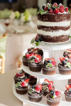 Wedding Food Naked cake and cupcakes with fruit topper, placed on a cupcake tree display. - Whether you've chosen one or several wedding cakes, displaying them to advantage is an important point for wedding decor. Beautiful Cakes, Amazing Cakes, Fruits Decoration, Table Decorations, Nake Cake, Bolos Naked Cake, Cupcake Tree, Wedding Cakes With Cupcakes, Cupcake Wedding
