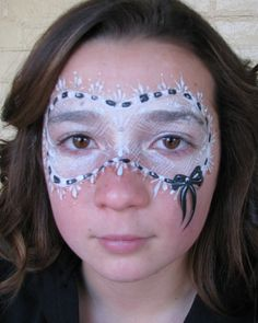 http://www.facepaintingtips.com/blog/2011/08/09/face-painting-glamorous-masks/ Cute....Lace-Mask