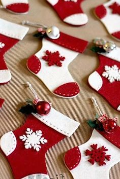 Pictures Of Christmas Decorations, Diy Christmas Ornaments, Felt Ornaments, Cute Crafts, Christmas Cookies, Holiday Crafts, Christmas Stockings, Holiday Decor, Christmas Chair Covers