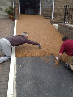 57 beautiful diy garden decoration idea you must try 2 Permeable Driveway, Resin Driveway, Gravel Driveway, Driveway Landscaping, Concrete Driveways, Concrete Patio, Walkway, Driveway Materials, Driveway Design