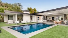 Dean Martin's Former Property Now Features a Modern Home Worthy of the Rat Pack Eckhaus, Beverly Hills Houses, Open Concept Home, Home Design Floor Plans, Dream House Exterior, Pool Houses, Modern House Design, Future House, Building A House