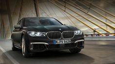 Российский офис BMW назвал цены на самую мощную «семёрку» https://www.drive.ru/news/bmw/57f4c624ec05c49c4600001d.html  Российские дилеры BMW начали принимать заказы на топовую версию седана седьмой серии — BMW M760Li xDrive, которая дебютировала в конце этой зимы. Автомобиль, оснащённый мотором V12 6.6 мощностью 609 л.с. и восьмиступенчатым «автоматом», оценён на нашем рынке минимум в 9 890 000 рублей. Напомним, что наиболее доступная версия (BMW 730i) стоит от 4 490 000.  В базовое…