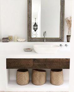 Genola's bathroom has really got it going on. @genoladj via @_therhapsody_ #bathroomgoals