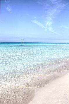 White sand beach in Varadero, Cuba. This photo is giving us a travel bug! Dream Vacations, Vacation Spots, The Places Youll Go, Places To See, Trinidad, Varadero Cuba, Cuba Travel, Beach Travel, Mexico Travel