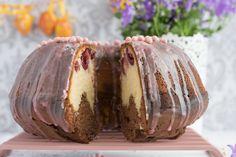 BABKA SZWARCWALDZKA (WIŚNIOWO-CZEKOLADOWA) - Limonkowy - blog kulinarny Cinnamon Roll Pancakes, Cinnamon Rolls, Loaf Cake, Easter Recipes, No Bake Desserts, Banana Bread, Tart, Cake Recipes, Yummy Food