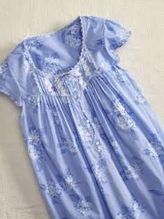 Dream peacefully in this Eileen West All-Cotton Nightgown with Hydrangea Print. Night Wear Dress, Girls Night Dress, Night Dress For Women, Nightgown Pattern, Stylish Blouse Design, Sari Dress, Cotton Dresses, Dress Patterns, Nighties
