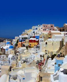 Stock image of 'Colourful village of Oia Santorini Greece'